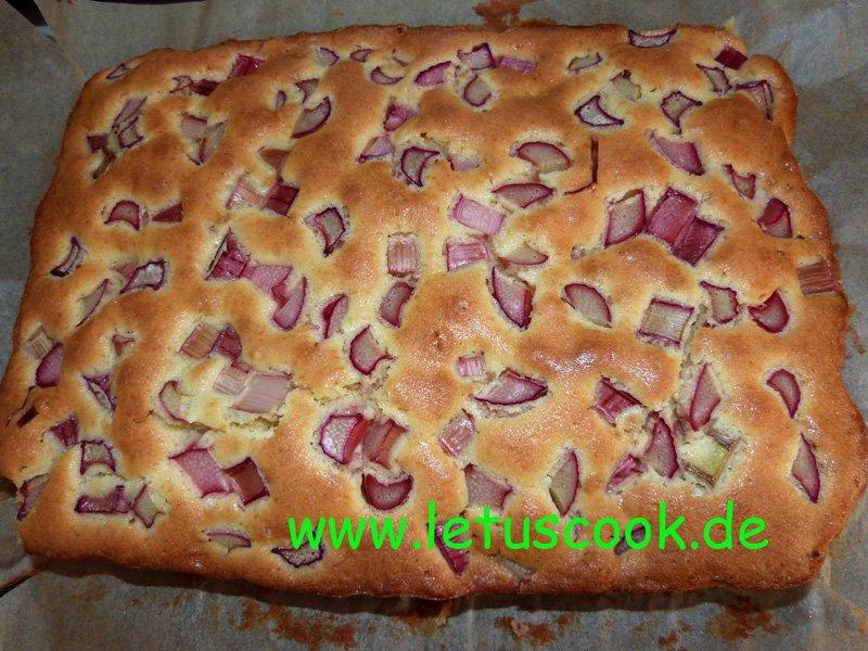 Rhabarber-Blechkuchen.jpg