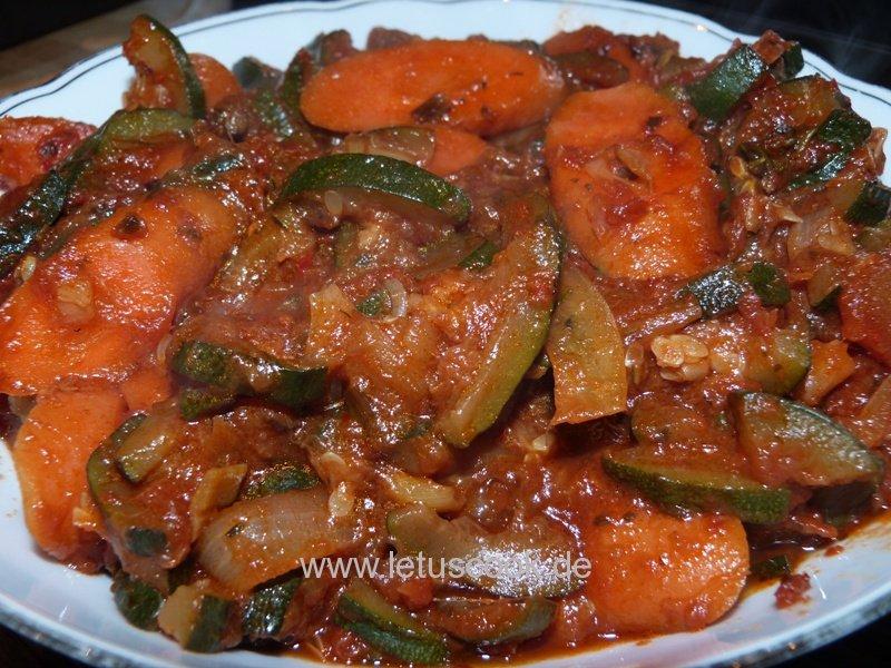 Zucchini-Karotten Salat