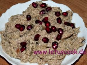 Auberginen-Walnuss Salat