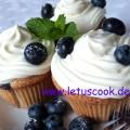 Heidelbeer-Cupcakes mit Frischkaese Frosting