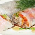 Reispapierrollen mit Fleischfüllung